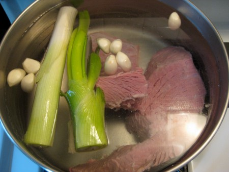 Simmering part of the stock for seolleong-tang.